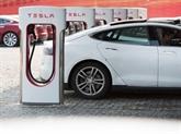 Le constructeur automobile Tesla va rester en Bourse