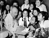 Exposition de documents et clichés précieux sur le Président Hô Chi Minh