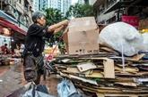À Hong Kong, les ramasseurs de cartons risquent de perdre leurs débouchés