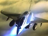 Les avions militaires français font escale au Vietnam