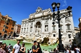Italie : à Rome, la fontaine de Trevi suffoque face au flot de touristes