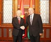 Le secrétaire général du PCV, Nguyên Phu Trong, rencontre le vice-président de l'AN hongroise, Hende Csaba