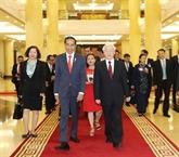Le président indonésien Joko Widodo reçu par des dirigeants vietnamiens