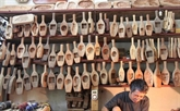 Une famille hanoïenne poursuit la fabrication des moules à gâteaux de lune depuis des décennies
