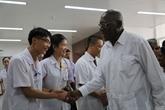 Une délégation cubaine se rend à l'hôpital d'amitié Vietnam - Cuba Dông Hoi