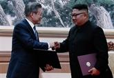 Signature d'un document après leur deuxième dialogue à Pyongyang