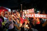 Présidentielle au Brésil: le parti de Lula défiant malgré son inéligibilité