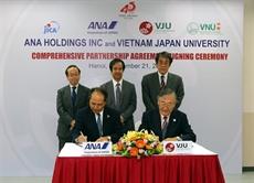LUniversité́ Vietnam - Japon et ANA Holdings signent un accord de coopération intégrale