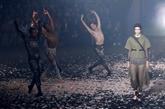 Danse au défilé Dior à Paris, Jane Birkin chante pour Gucci