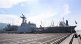 Une flotille de la Marine royale canadienne visite la ville de Dà Nang