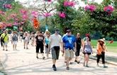 Vingt-cinq agences de voyage de l'Europe sondent le marché touristique de Hanoï