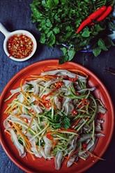Salade à l'oreille de porc et à la mangue verte