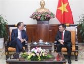 Le ministre d'État britannique Mark Field reçu à Hanoï