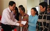 Le président du FPV offre des cadeaux du Têt à An Giang