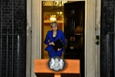 Theresa May de retour dans l'arène du Parlement pour présenter son