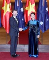 Le président du Sénat australien achève sa visite au Vietnam