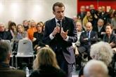 Macron s'invite à un débat-citoyen