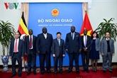 Le secrétaire d'État aux Affaires étrangères de l'Ouganda au Vietnam