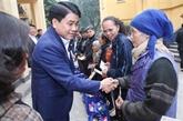 Têt: le maire de Hanoï rend visite à des personnes défavorisées et méritantes