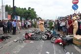 Accident: un camion tracteur heurte plusieurs véhicules à Long An, quatre morts