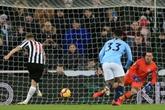 Angleterre: Manchester City renversée, United ralenti