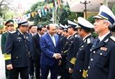Le Premier ministre rend visite au commandement de la Marine