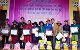 Thua Thiên-Huê: des cadeaux offerts à des Laotiens