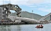 Six personnes prises au piège après l'effondrement d'un pont