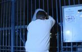 Lubrizol : des agriculteurs en colère déversent du lait à Rouen