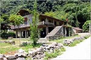 Khuôi Ky le village des maisons sur pilotis en pierre