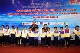 Binh Dinh: 110 bourses détudes remises à des élèves en difficulté