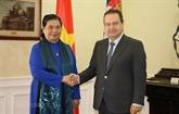 La vice-présidente de l'AN, Tong Thi Phong, rencontre le vice-PM serbe Ivica Dacic