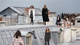 Chanel : défilé Nouvelle Vague sur les toits de Paris