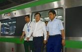 Le vice-Premier ministre Trinh Dinh Dung examine de grands projets dinfrastructures de transports de Hanoï