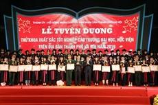 Hanoï honore ses diplômés exceptionnels