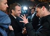 À Rouen, Macron salue