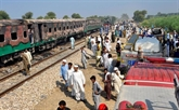 Au moins 74 morts dans l'incendie d'un train au Pakistan