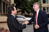Le Vietnam sefforce de relier le développement du commerce à la garantie du bien être-social
