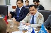 L'ambassadeur du Vietnam en visite dans la zone de conflit en Ukraine