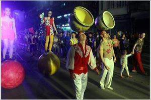 Festival mondial du cirque 2019 à Quang Ninh  un défilé de rue attire lattention du public