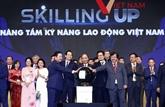 Le Premier ministre assiste au forum Élever le savoir-faire des travailleurs vietnamiens