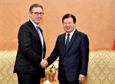 Le vice-PM Trinh Dinh Dung reçoit le directeur exécutif du groupe Mainstream