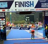 Plus de 3.000 coureurs participent au HalongBay International Heritage Marathon