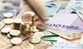 La livre sterling progresse face à l'euro et au dollar