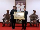 L'envoyé spécial du Vatican, l'évêque Marek Zalewski, rencontre les autorités d'An Giang