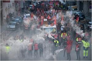 Le gouvernement réinvite au dialogue la grève bien installée dans les transports