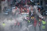 Le gouvernement réinvite au dialogue, la grève bien installée dans les transports