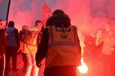 Retraites : des centaines de milliers de personnes dans la rue, Delevoye remplacé
