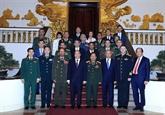Le PM Nguyên Xuân Phuc reçoit des dirigeants de la Défense étrangers