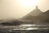 Après la tempête Fabien, des milliers de foyers sans électricité, la Corse isolée
